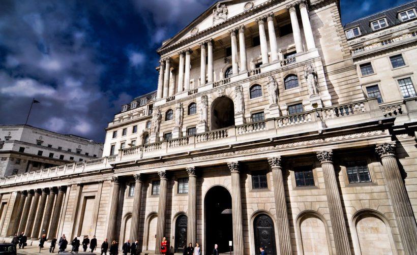 Центробанк Англии предупреждает крупные фирмы о рисках в криптовалютной среде