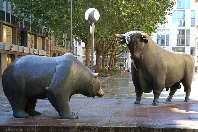 Анализ цены биткоина: опасная близость к критической зоне поддержки