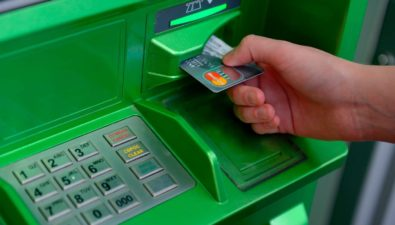 Биткоин становится выгоднее: Сбербанк ввел комиссию 1% за любые переводы в банкоматах