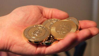 Инвесторы массово выводят криптовалюту с бирж
