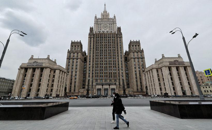 Хакеры взломали Twiiter МИД России и выставили на продажу базу данных российских туристов за биткоины